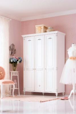 Шкаф трехдверный Romantic 1002.03-1