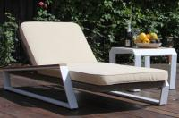 Кресло шезлонг лежак раскладное из ротанга TEAKMAN